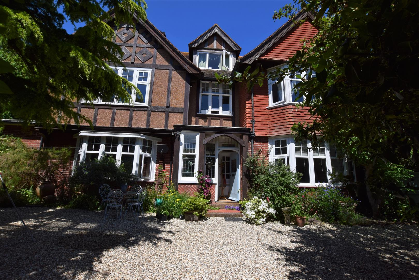 2 Bedrooms Flat for sale in Park Lane, Eastbourne